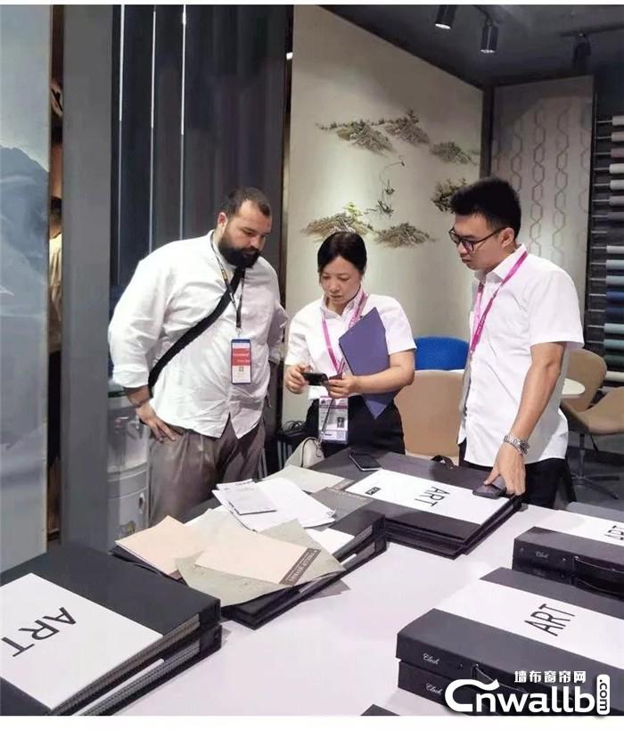 上海家具展继续进行,逸绣无缝墙布风采依旧!