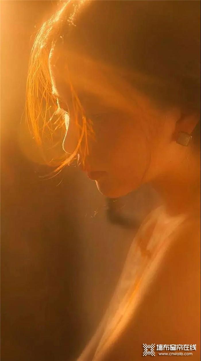 雅诗澜墙布窗帘,将一抹阳光的柔和与温润带入空间,让你随心所欲的放纵自己~
