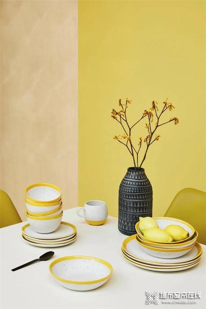 蝶装演绎明亮黄与终极灰,赋予生活光明与希望